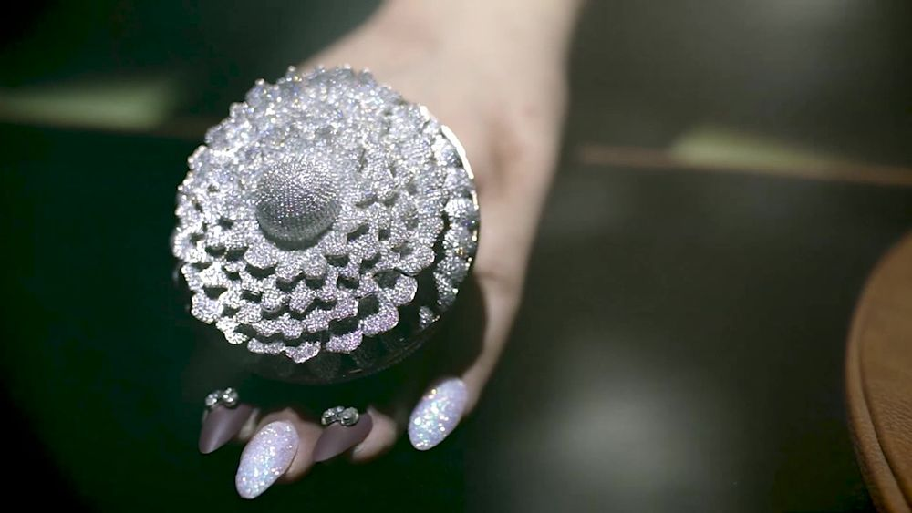 Ring With More Than 12K Diamonds Sets Guinness  World Records